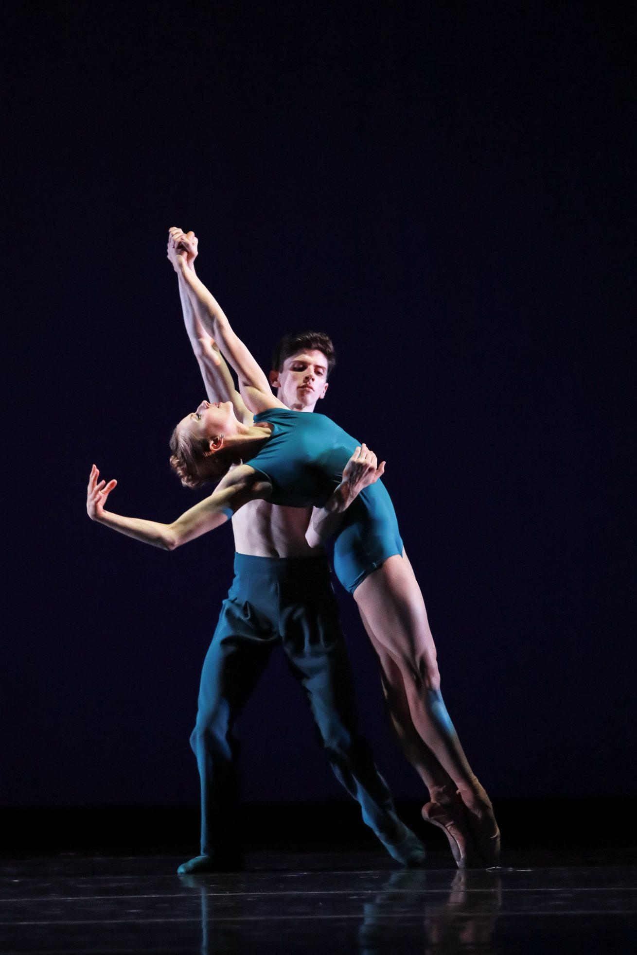 Charlotte Ballet_ Filipe Portugal's Stepping Over_ Lexi Johnston and Peter Mazurowski_photo by Jeff Cravottafix-1150b-8560